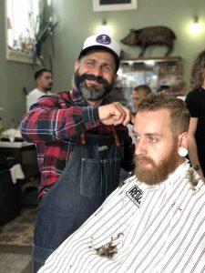 barbier et trou dans la barbe