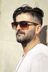 homme avec une barbe de 3 jours